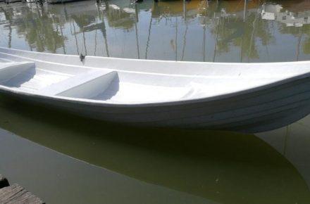 Eladó csónak